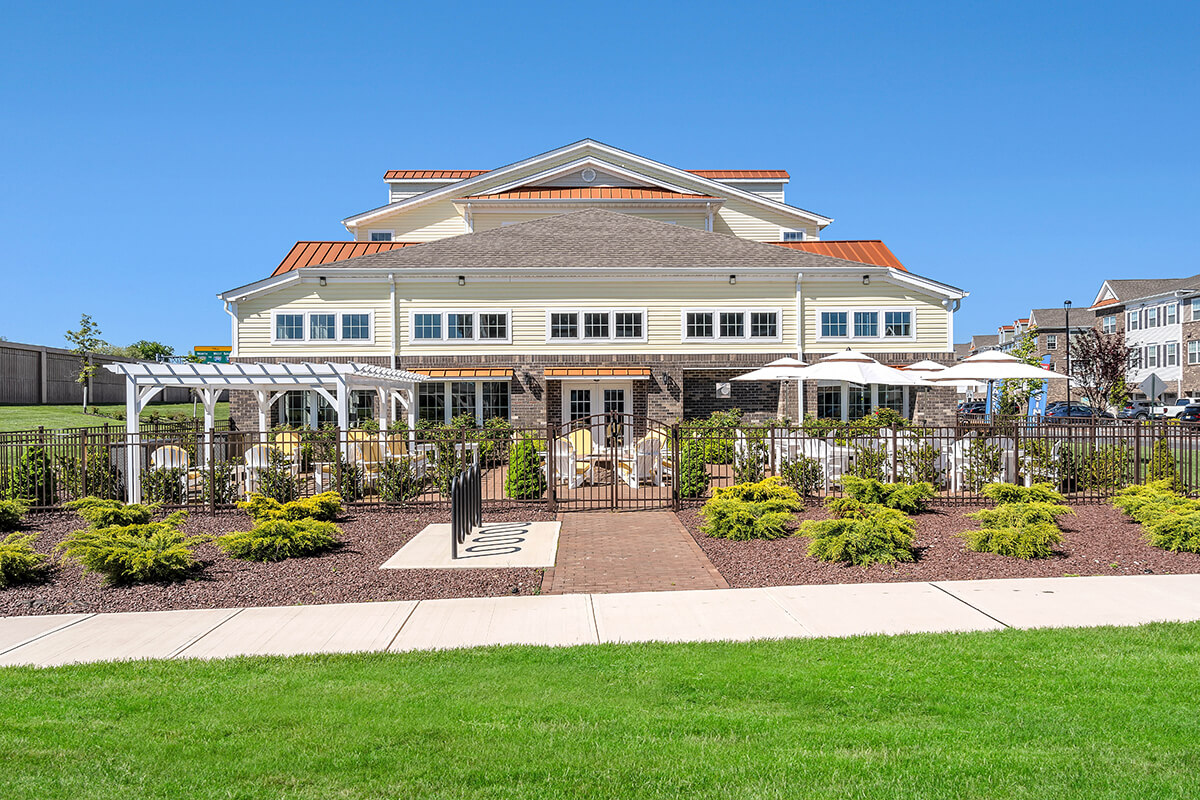 A view of the River Links Apartments clubhouse entrance.
