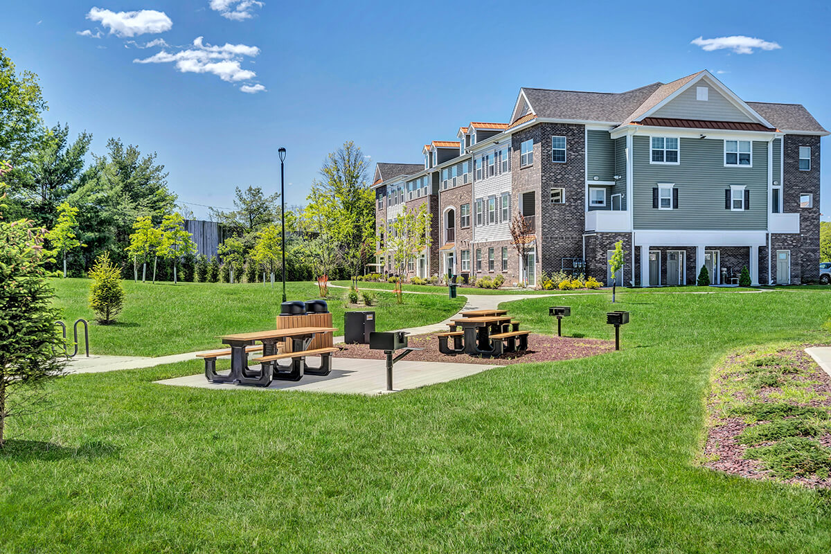 River Links apartments exterior view with a picnic area.