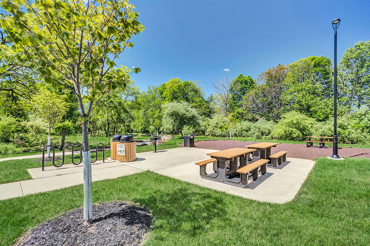 Picnic area view at the River Links apartments.